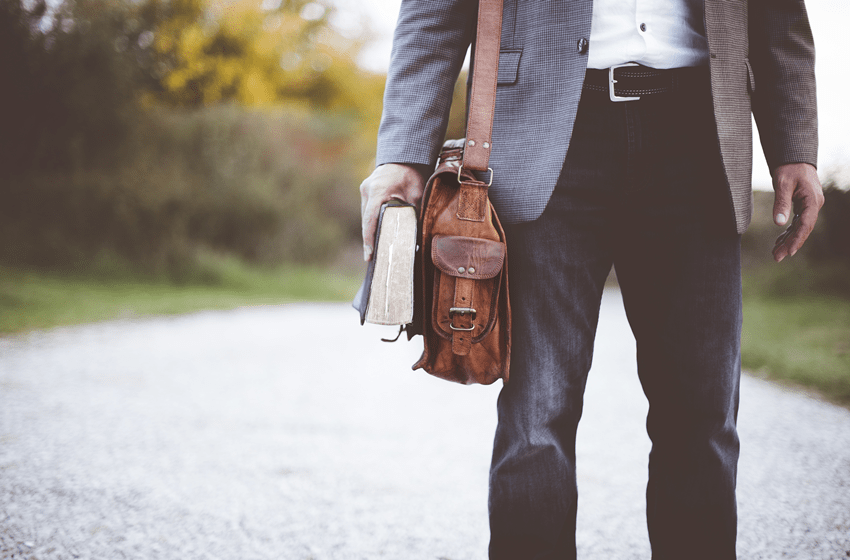 empresario-livro-leitura-educacao-conhecimento-negocios